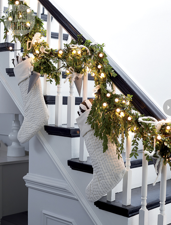 awesome christmas stairs decoration ideas - Christmas Decorations For Stair Rail