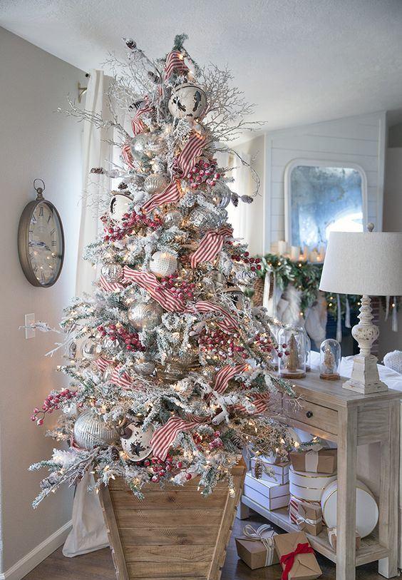 49 Beautiful Vintage Christmas Tree Ideas - DigsDigs