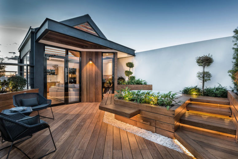 This modern rooftop terrace is a real refuge in the heart of the city where owners could relax in. Btw, it features a small yet amazing garden.