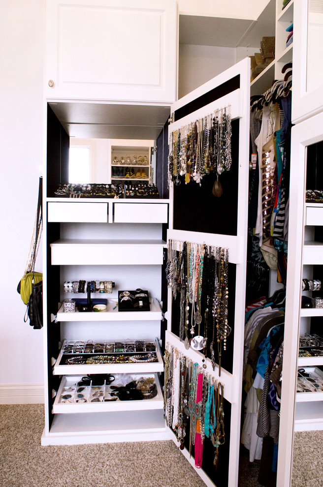 organzing jewelry in a comfy way isnt that easy but walk ins usually - Custom Closet Design Ideas