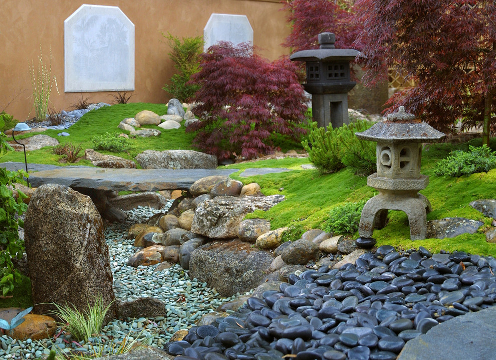 Those of you who don't like to 7add water features to your garden could imitate a river with pebbles. It would look even better but you won't need to worry about insects living in water.