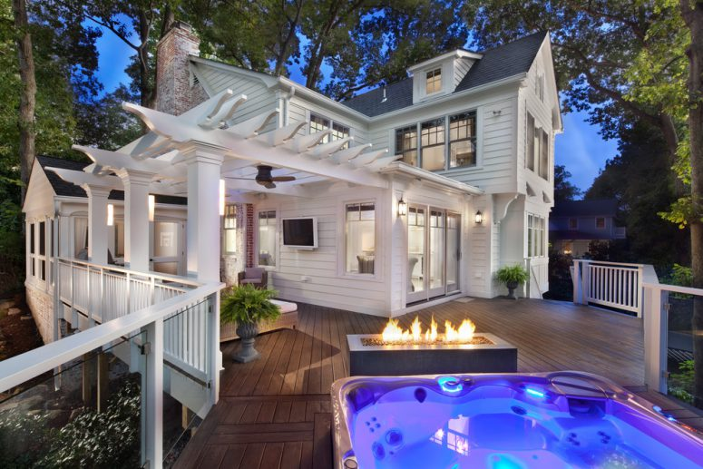 an amazing timeless deck design that features everything that would take an outdoor experience to the next level