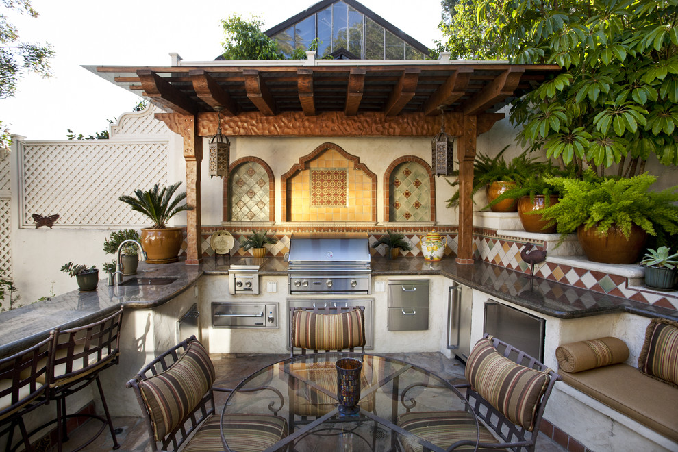 adding some oriental touches would make the space look more cozy - Outdoor Grill Design Ideas