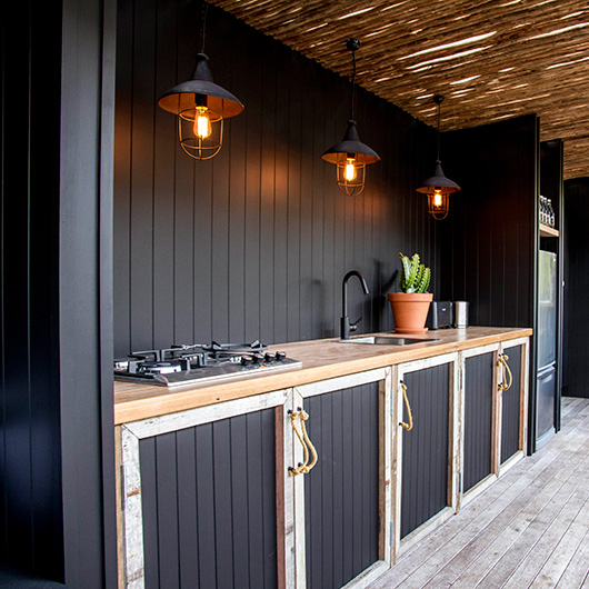 Black cabinets is a modern way to add some style to your outdoor kitchen.