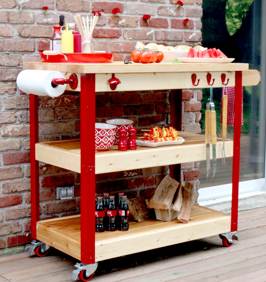 A moving serving station is a great addition to occasional summer parties.
