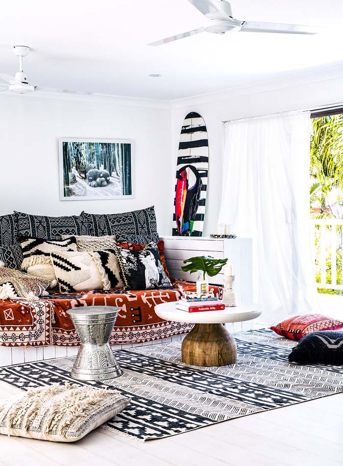 This beachy boho living space features black and white color scheme but lots of different patterns make all the difference.