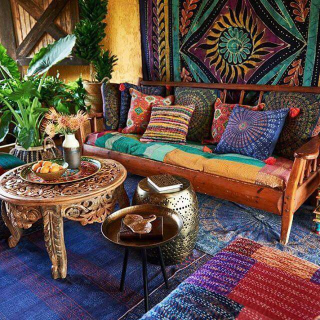 85 inspiring bohemian living room designs digsdigs for Room decorating ideas hippie