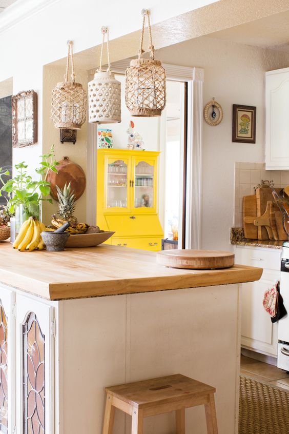 macrame lantern holders, a jute rug and wooden touches for a chic boho kitchen