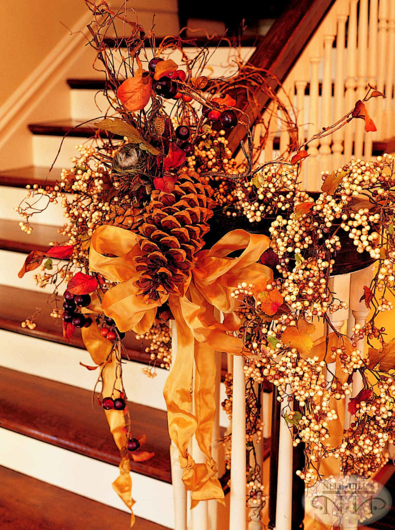 35 cozy fall staircase d cor ideas digsdigs for Autumn decoration
