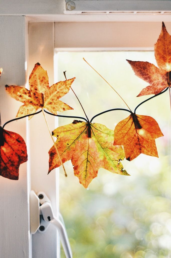 35 cozy fall staircase d cor ideas digsdigs for Autumn window decoration