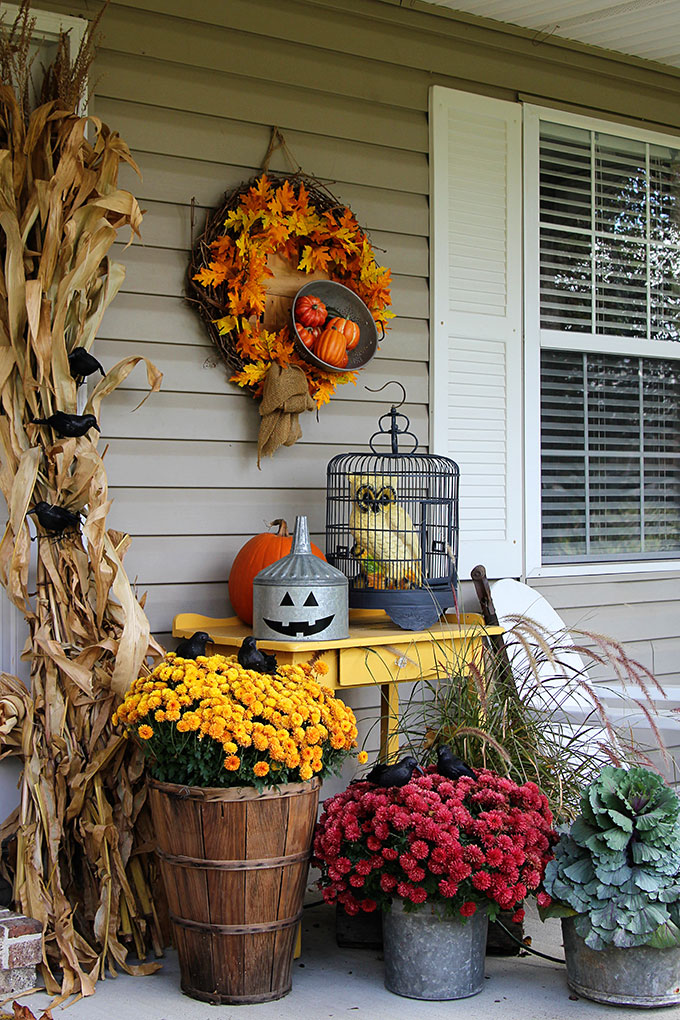 you can transition your patio or porch decor from fall to halloween