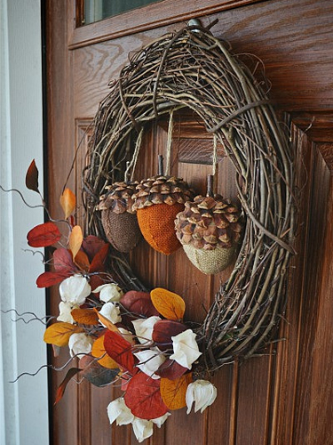 Knitted acorns would look cozy in the center of a wreath.
