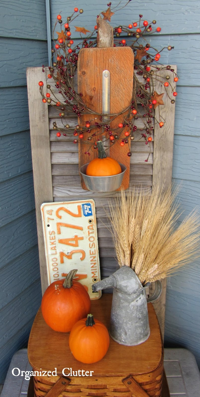 Add wheat and other products of harvest to your Fall arrangments.