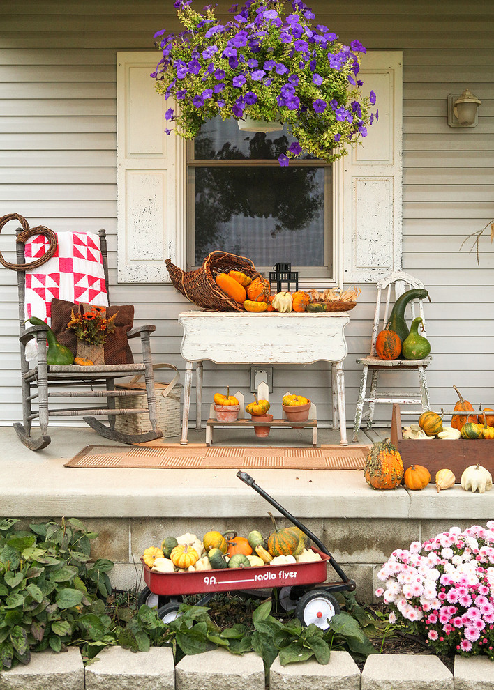 mixing pumpkins and gourds is more than enough for a perfect outdoor decor