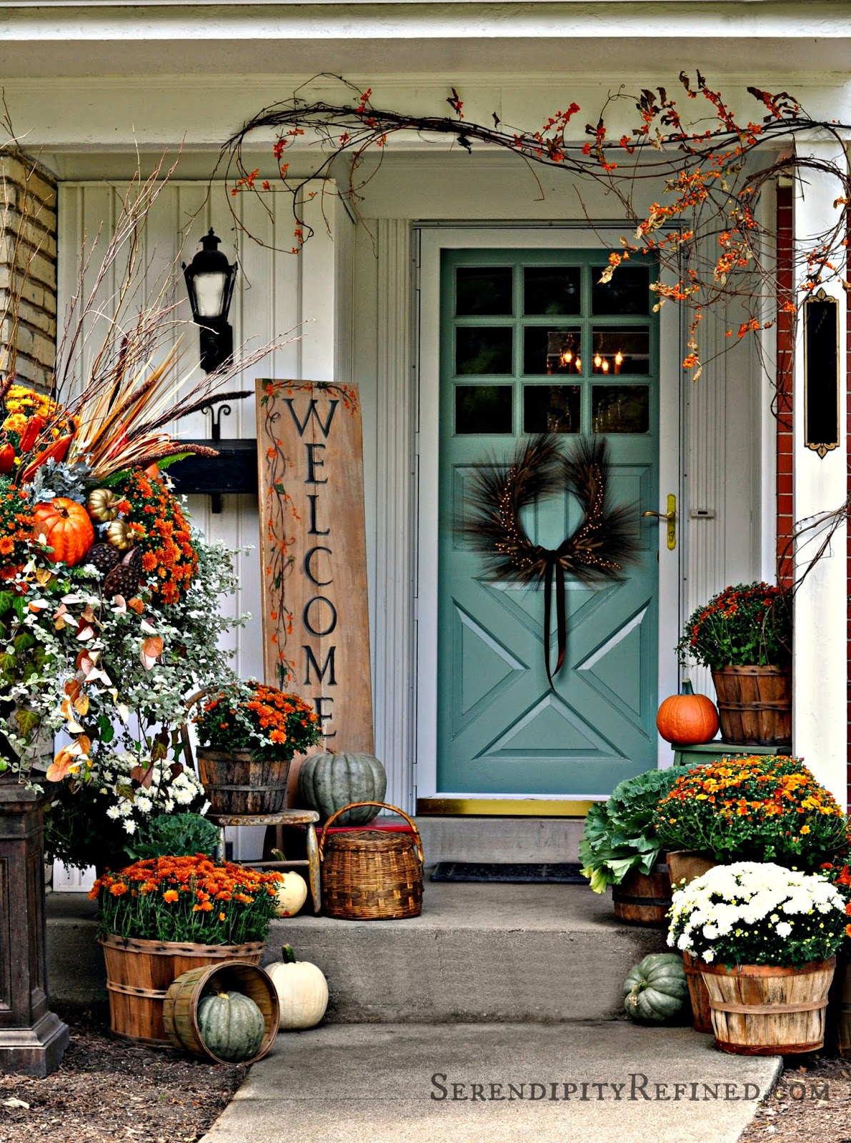 85 pretty autumn porch d cor ideas digsdigs - Outdoor decorating ideas ...