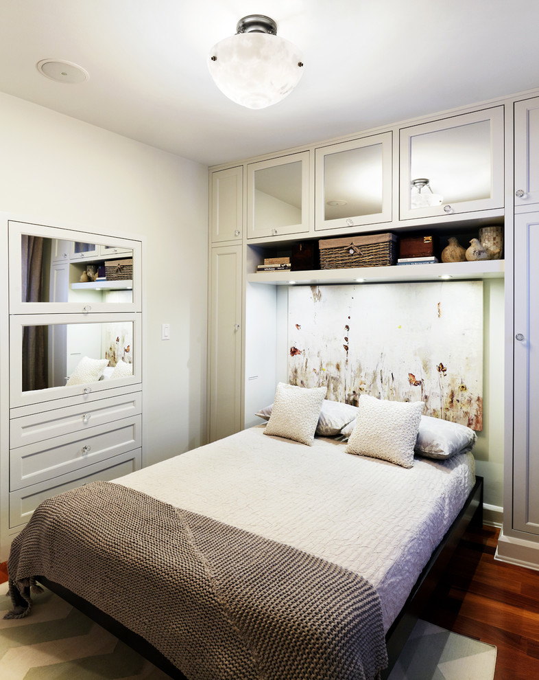 perfect small bedroom design where the bed has a cozy built in feel, thanks to the recess created by the shelving