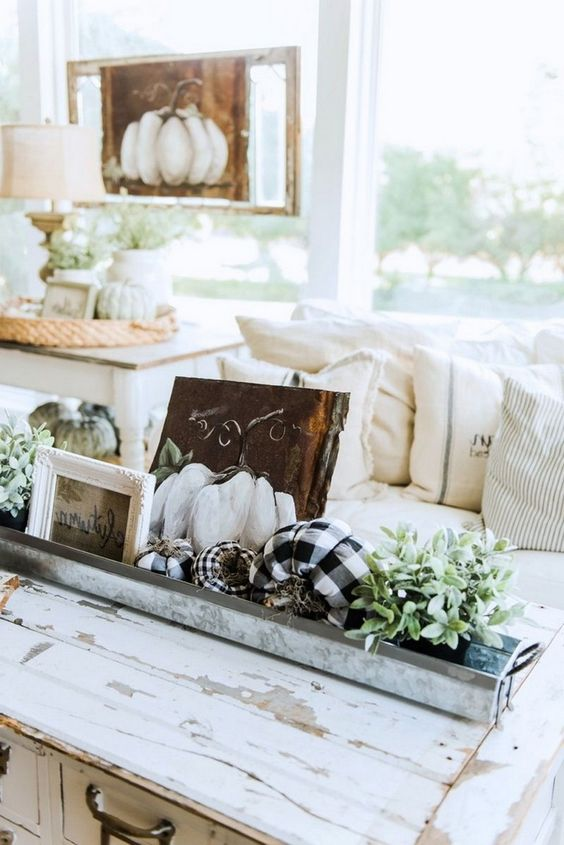 a tin box with fabric and plastic pumpkins, greenery and signs for simpel and effortless coffee table styling