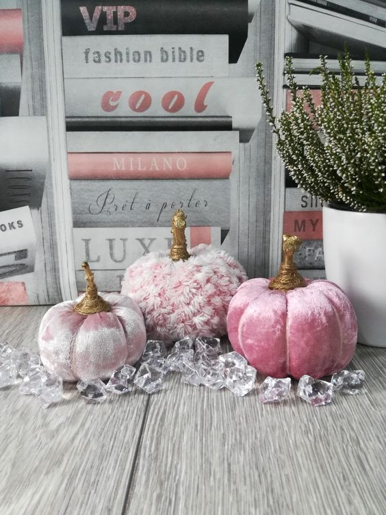 pink crushed velvet pumpkins and faux fur ones are a beautiful and tender fall decor idea