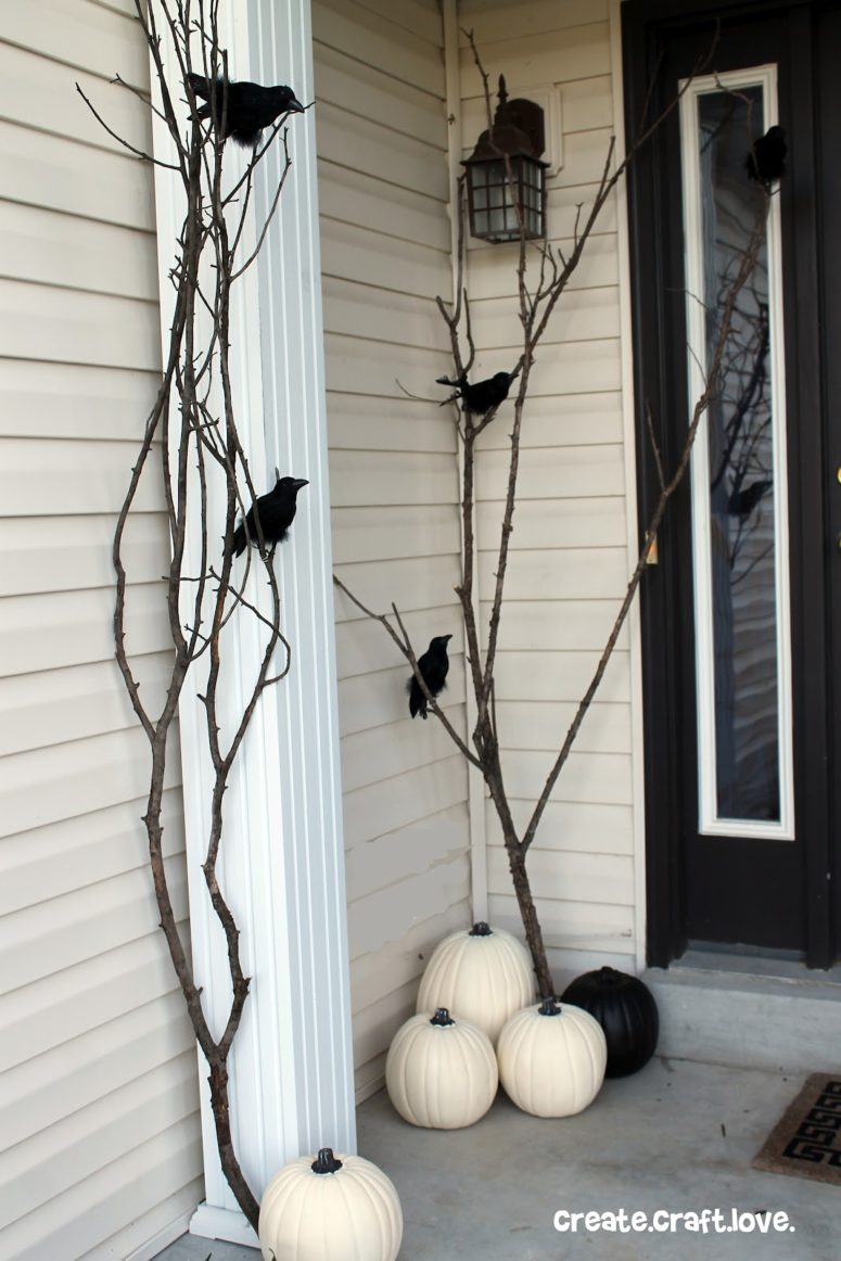 Several branches and raven's figures is more than enough to make a porch quite spooky.