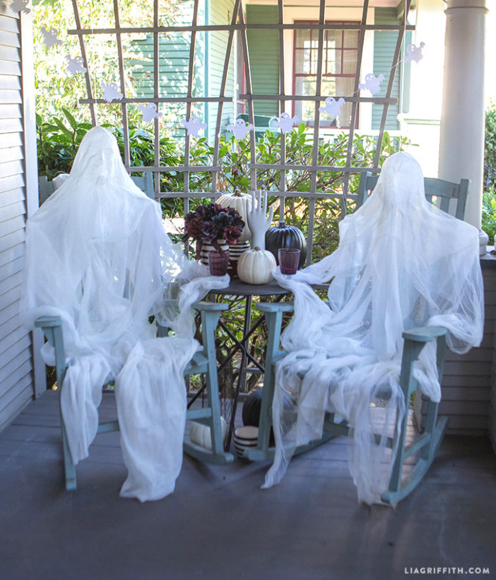 foam head muslin ghosts would be perfect decorations for your front porch if you have several - Outdoor Halloween Party