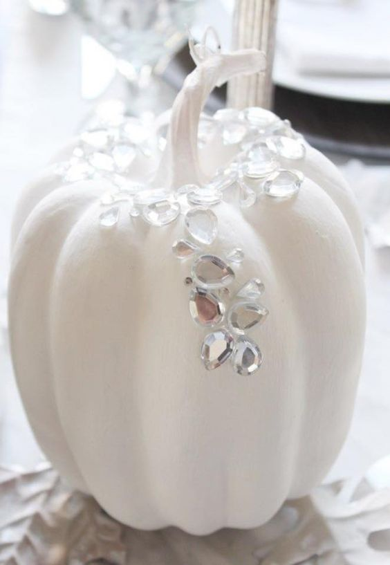 a glam Halloween pumpkin topped with large rhinestones to sparkle is a lovely idea for fall, white Halloween and Thanksgiving