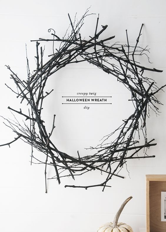 a stylish and very easy black twig wreath like this one will be a nice decoration for your minimalist Halloween
