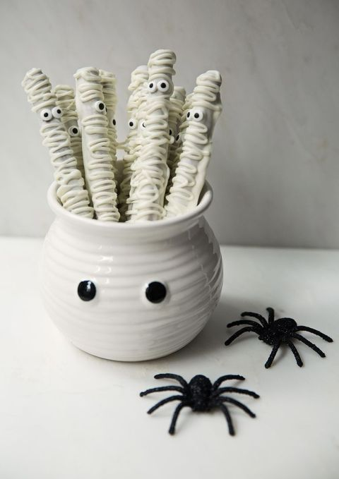 a white bowl with googly eyes and white sweets with eyes is a cool idea for a Halloween kids' party in neutrals