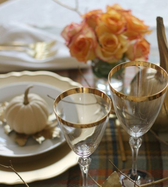 gold rimmed glasses are a refined and beautiful choice for any kind of Thanksgiving tablescape, rock them for sure