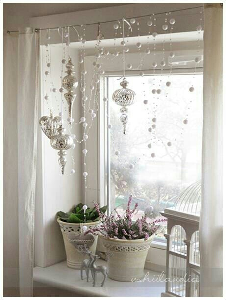 70 awesome christmas window d cor ideas digsdigs On decoration fenetre bow window