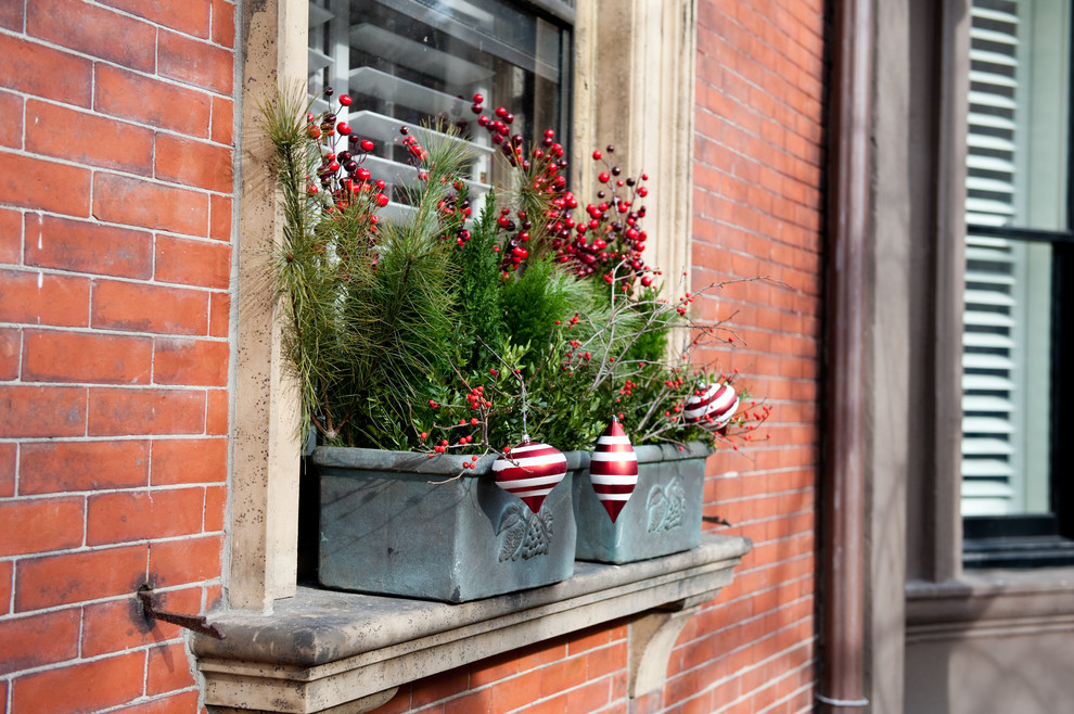 70 Awesome Christmas Window Décor Ideas - DigsDigs