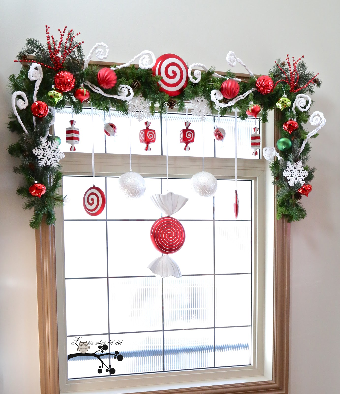 9 Awesome Christmas Window Décor Ideas