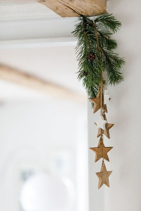 an evergreen and wooden star posie attached to the corner is a stylish all naturla idea to go for