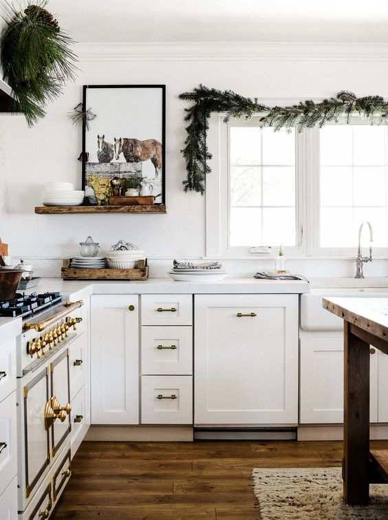an evergreen garland and arrangement for a natural holiday feel in the space