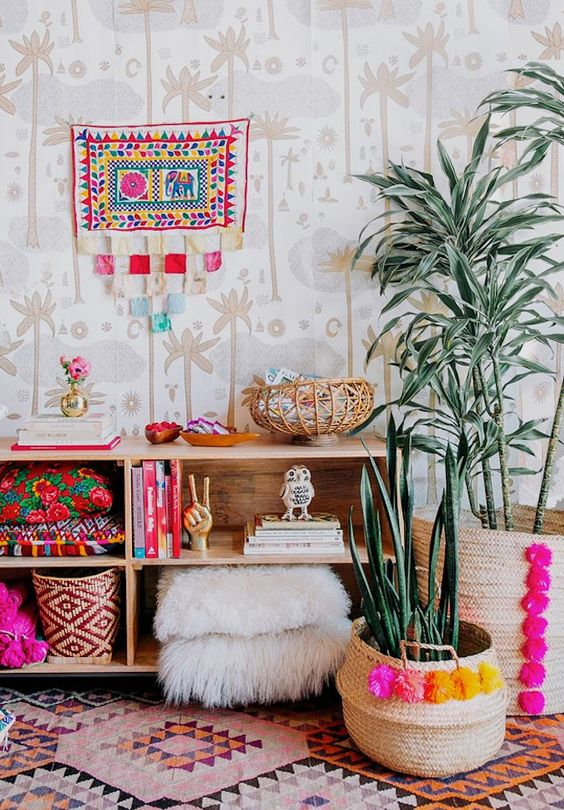 baskets decorated with colorful pompoms to add a boho touch and a colorful look to the space