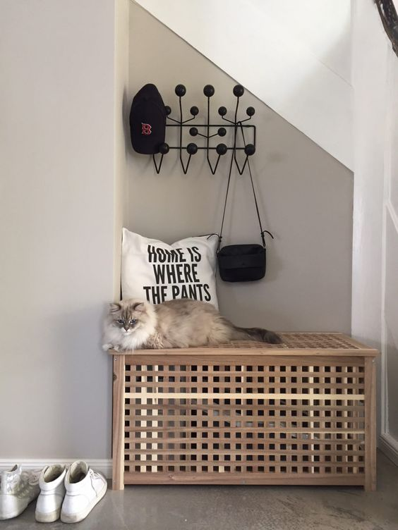 a simple cat litter box cover made of an IKEA Hol table or bench can be placed in your entryway