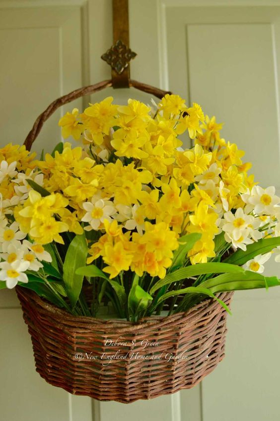 decorate your door with a basket with daffodils and it will be a nice decoration to substitute a wreath