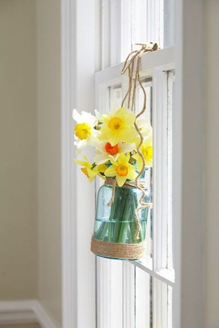 decorate your window with a jar with daffodils and twine to give it a rustic and relaxed feel with a spring touch