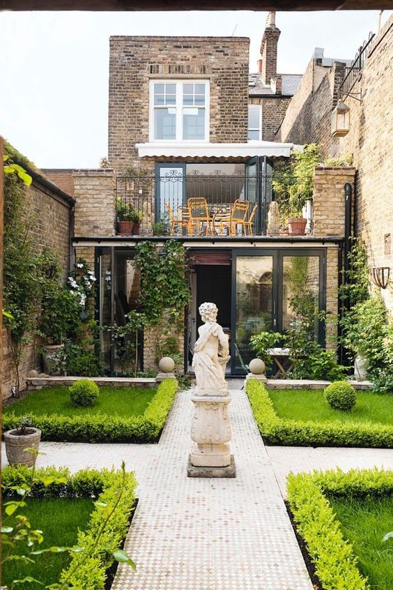 49 Beautiful Townhouse Courtyard Garden Designs - DigsDigs on Small City Patio Ideas id=97977