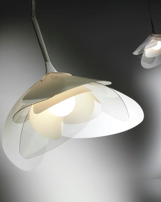 a gorgeous flower-shaped pendant lamp with acrylic petals will match a modern space and will give it a natural feel