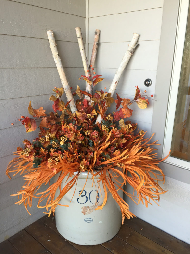 57 cozy thanksgiving porch d cor ideas digsdigs for Pictures of fall decorations for outdoors
