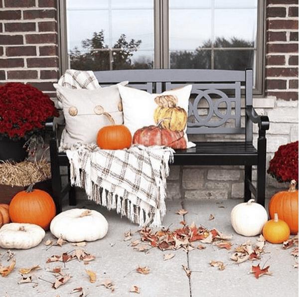 Ten Minute Decorating Ideas: 57 Cozy Thanksgiving Porch Décor Ideas