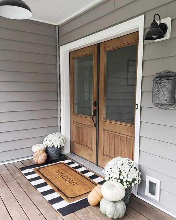 heirloom pumpkins and white blooms in buckets will accent your front door and hint on Thanksgiving