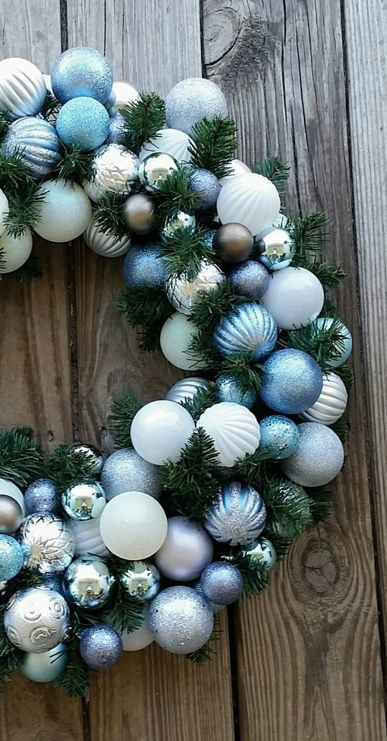 a simple yet awesome christmas wreath