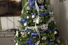 a lovely Christmas tree with blue and silver decor – ribbons, ornaments, snowflakes and stars is an amazing idea
