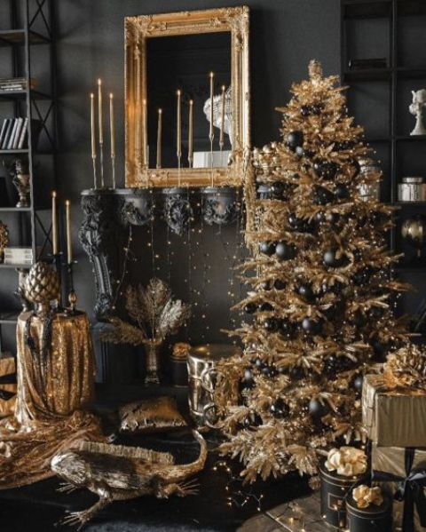 a super glam Christmas decor in black and gold, with a gold tree and black ornaments, gold candles, gold glitter touches and lots of lights