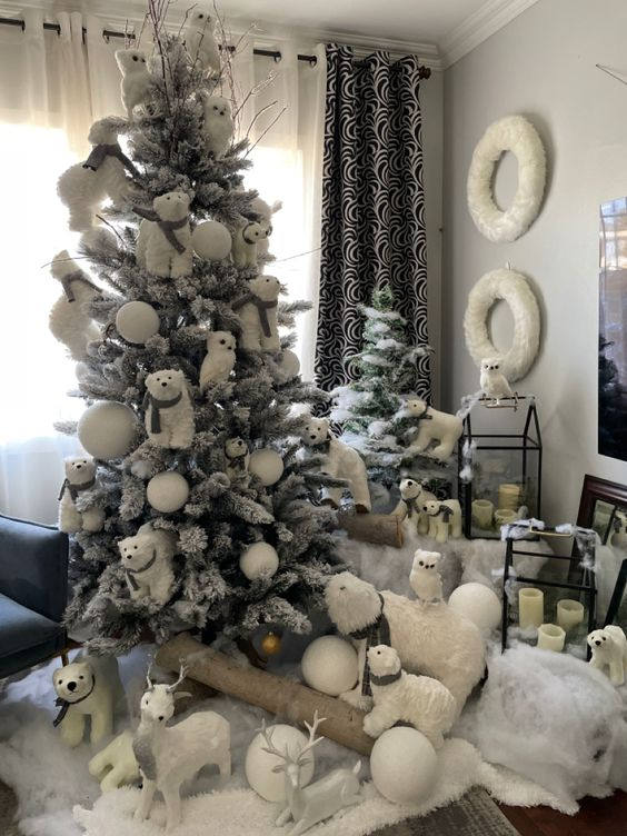 a whimsical Christmas tree with bears, snowballs, owls and deer is a veyr creative idea to excite your kids