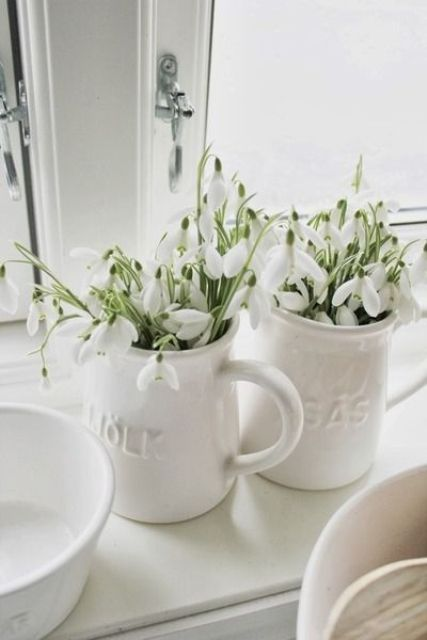 mugs with fresh snowdrops - what can be fresher and simpler than that and bring a spring feel more than them