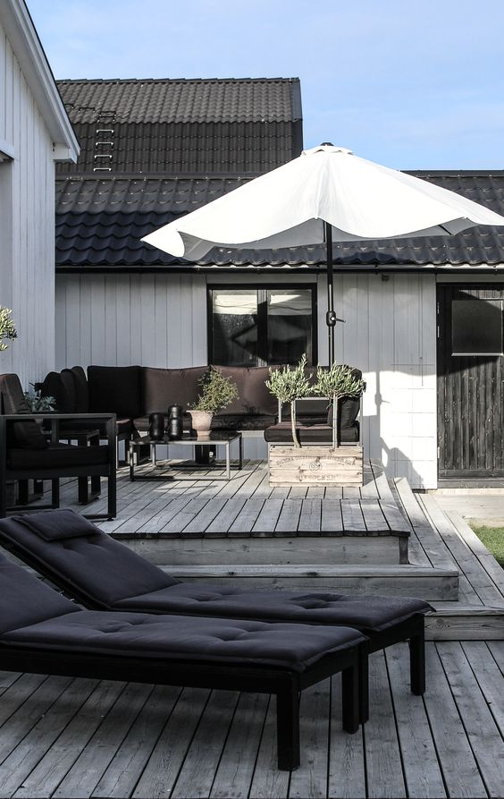 black loungers with black upholstery are a nice solution for a contemporary or Scandinavian space