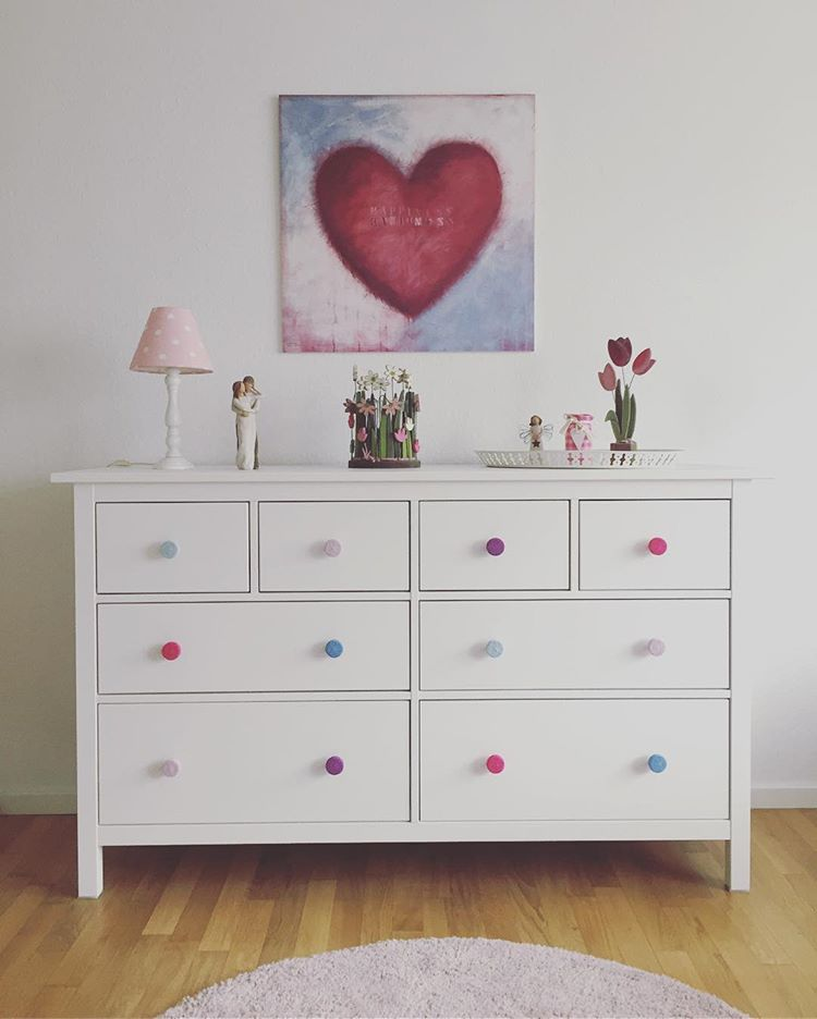 Mix drawer knobs colors to make the dreseser match room's decor better. (via @meingriff)