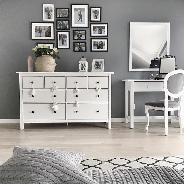 Turn the space above a dresser into a stylish gallery wall. (via undefined)
